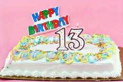 13个生日蛋糕蜡烛被点燃的编号 免版税库存图片