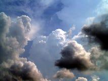13朵云彩天空 免版税库存照片