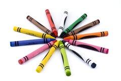 13 färgade crayons isolerad vax-white Royaltyfri Foto