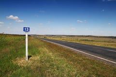 13 kilometer vägmärke Royaltyfria Bilder