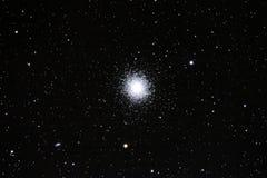 13 más sucios (M13) - racimo globular de Hércules Imágenes de archivo libres de regalías