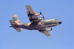 130h transport för flygplan c hercules Arkivfoton