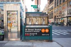14 de Metro en Kruising NYC van de straat Stock Afbeeldingen