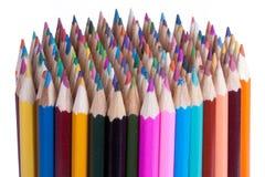 144 kleurpotloden die op wit worden geïsoleerdn Stock Fotografie