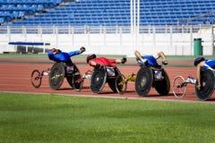 1500 mètres de chemin du fauteuil roulant des hommes Image libre de droits