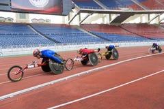 1500 mètres de chemin du fauteuil roulant des hommes Photo libre de droits
