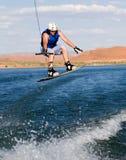 16个湖wakeboarding人的powell 库存图片