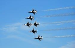 16架f战斗机形成喷气机 免版税库存图片