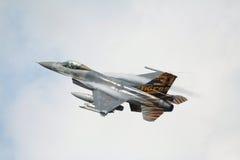 16航空f强制飞机起飞 免版税库存照片