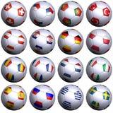 16 calcio-sfere con le bandierine di tutte le squadre dell'UEFA 2008 Immagine Stock