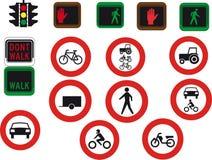 16 Verkehrsschilder und Leuchten Lizenzfreies Stockbild