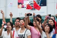 16th åskådare för asiatlekrelayen tänder eld på välkomnande Arkivbilder