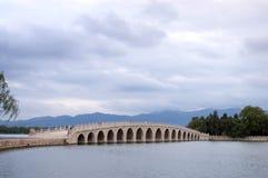 17曲拱桥梁宫殿夏天 免版税库存图片
