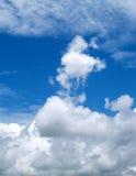 17朵云彩天空 免版税库存照片