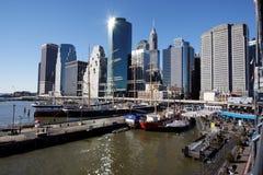 17条小船城市新的码头航行约克 免版税库存图片