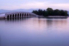 17-Arch Brücke, Sommer-Palast Stockfotos