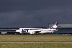 175 серий посадки embraer Стоковая Фотография RF