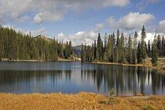 1775m kootenay湖通过山顶 免版税库存照片