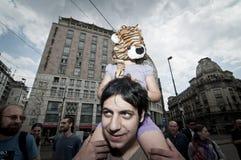 18 2011拿着6月米兰自豪感素食者 库存图片