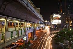 18 Bangkok-januari: De opgeheven sporen van de doorgangshemel van Bangkok leiden (BTS) bij post Asoke op 18,2013 Januari in Bangko Royalty-vrije Stock Afbeeldingen