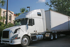 18 Wheeler. White tractor trailer Stock Photography