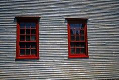 19世纪墙板房子红色视窗 图库摄影