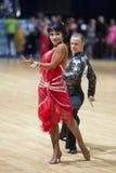 19对夫妇舞蹈可以未认出 免版税库存图片