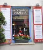 巴黎,威严的19,2013比萨店窗口 免版税库存图片