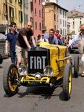 1926 bauten gelben Sport Monza FIAT-509 auf Stockbilder