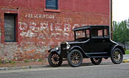 1926 Model T & Brick Building Stock Photo