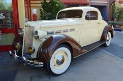 1937年Packard小轿车,充分地被恢复 免版税库存图片