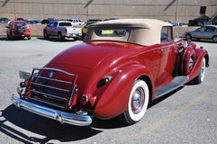 1937 Packard 12 μετατρέψιμο παλαιό αυτοκίνητο Στοκ εικόνες με δικαίωμα ελεύθερης χρήσης