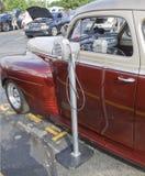 1941年在报告人的普利茅斯经典汽车驱动器 免版税库存照片