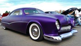 1950紫色福特小轿车前面设计详细资料 免版税图库摄影