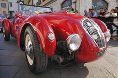 1950 bauten rotes Healey Silverstone bei Miglia 1000 auf Stockbilder