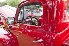 1950 intérieur rouge de camionnette de livraison de Ford F1 Photographie stock libre de droits