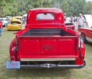1950 opinião vermelha da parte traseira do coletor de Ford F1 Fotografia de Stock