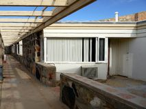 1950s motel: vacant room. 1950s motel with vacant room and walkway in California desert Stock Photography