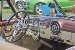 1951年Pontiac Chieftain内部 库存图片