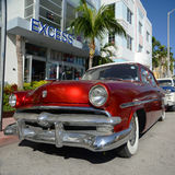 1952 Ford Customline in het Strand van Miami Stock Afbeelding