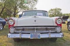 1955年福特冠维多利亚正面图 库存图片