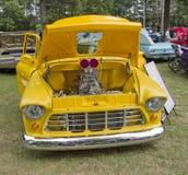 1955年Chevy 3100装货正面图 库存照片