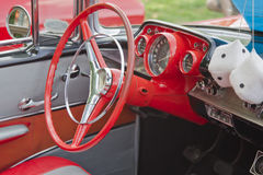 1957年Chevy敞篷车方向盘 免版税库存照片