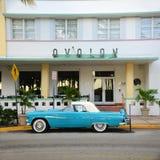 1957 Ford Thunderbird in het Strand van Miami Royalty-vrije Stock Afbeelding