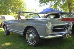 1964年奔驰车230 SL敞篷车 免版税图库摄影