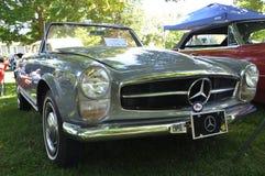 1964年奔驰车230 SL敞篷车 库存照片