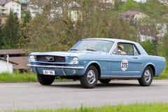 1965年汽车Ford Mustang葡萄酒 图库摄影