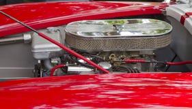 1965 κόκκινη άσπρη μηχανή εναλλασσόμενου ρεύματος Cobra διάβασης Στοκ Εικόνα