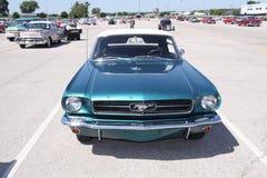 1965 konvertibla coupemustang Arkivbild
