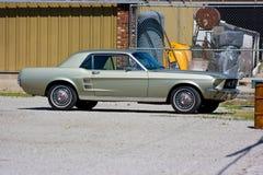 1967年小轿车Ford Mustang 免版税图库摄影